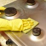 キッチンの油汚れ掃除!壁や床、排水口に効果的な洗剤は?