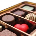 チョコレートの食べ過ぎで鼻血やニキビができるのは本当?病気??