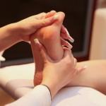 足の裏の土踏まずが痛い原因は病気?左右どちらか、朝痛いのは?