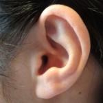 耳たぶにしこりやできものができる原因!膿があって痛いのは病気?