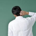 背伸びした時に背中や肩甲骨がつる原因!治し方や痛みの対処法は?