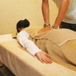 腰の張りや痛みの原因と解消法!腰張り体型に似合うパンツは?