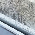 出窓の結露の原因や対策方法!おすすめの防止グッズは?