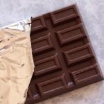 赤ちゃんにチョコを食べさせたらダメな6つの理由!いつから大丈夫?